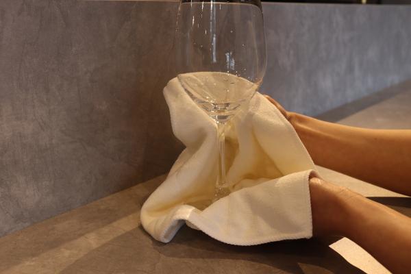 ワイングラスの磨き方1
